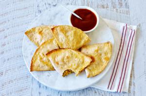 Gluten-free-savoury-pastries-with-tomato-sauce.