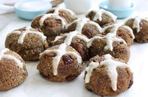 Healthy-allergy-friendly-high-fibre-hot-cross-buns