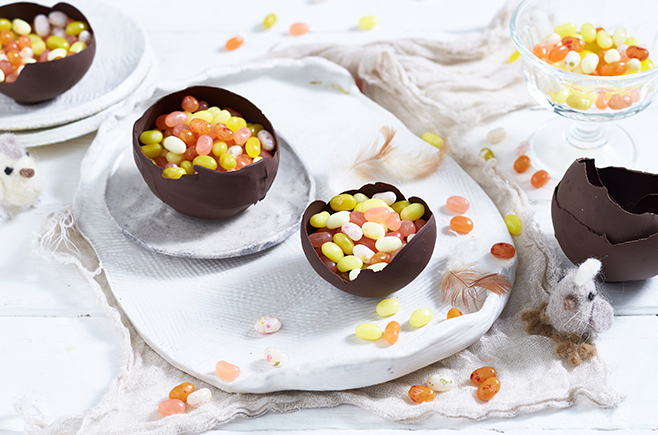 Gluten-free-Easter-egg-filled-with-Jelly-Belly-Jelly-Beans-Easy-Recipe