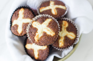 Gluten-free-hot-cross-muffins-quick-and-easy.
